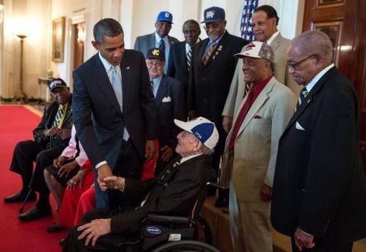 whitehouse-Moore-Obama080513-sm